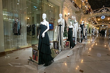 Выставка платьев Alberta Ferretti.